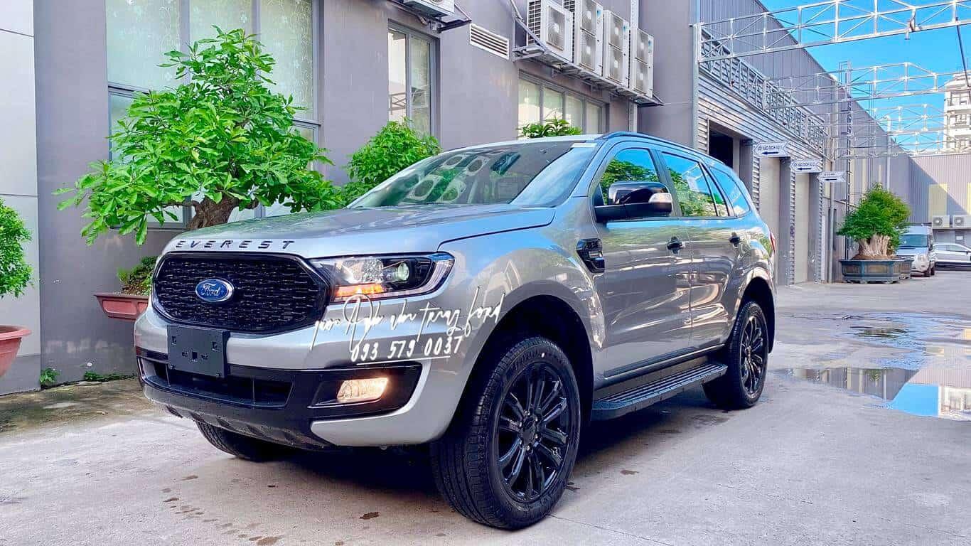 Ford Everest Sport màu bạc
