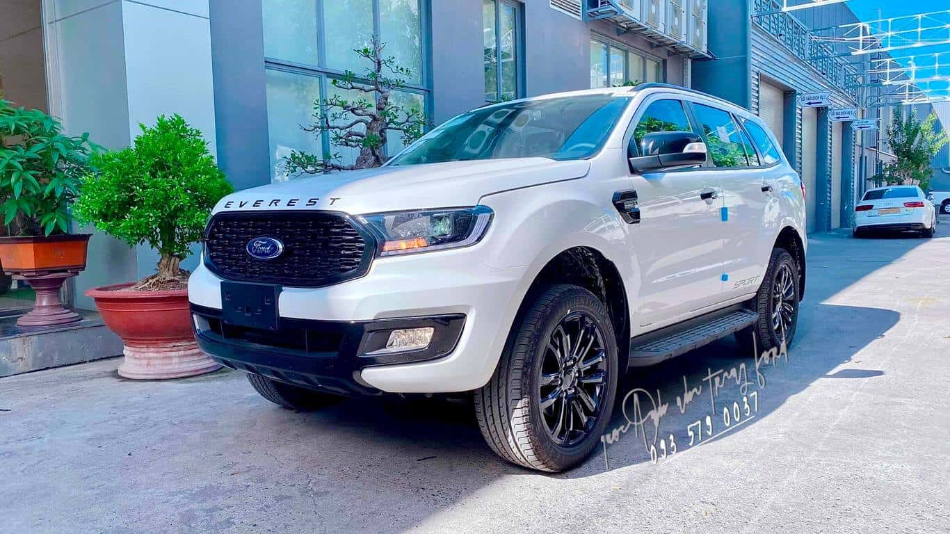 Ford Everest Sport màu trắng