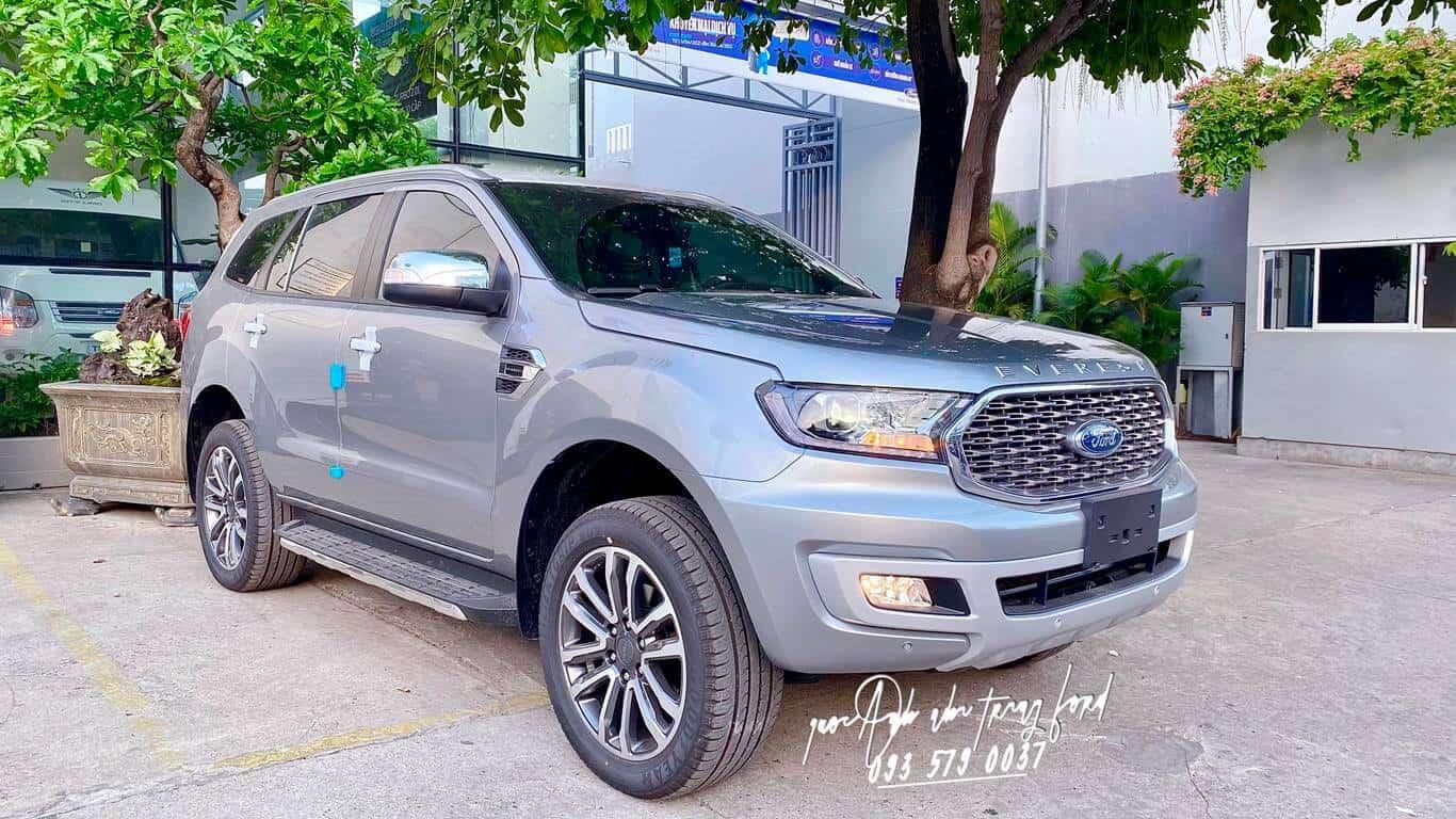 Ford Everest Titanium 4x4 màu bạc