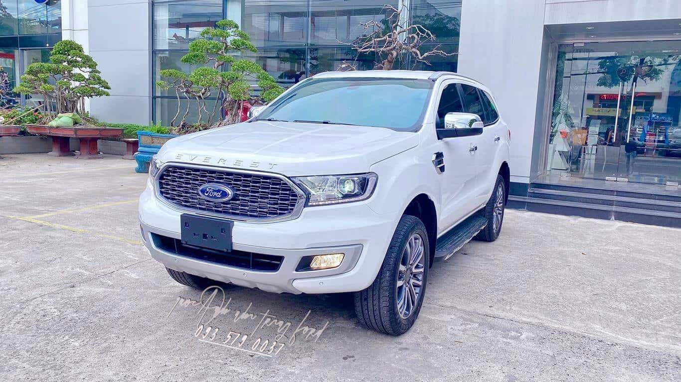 Ford Everest Titanium 4x4 màu trắng