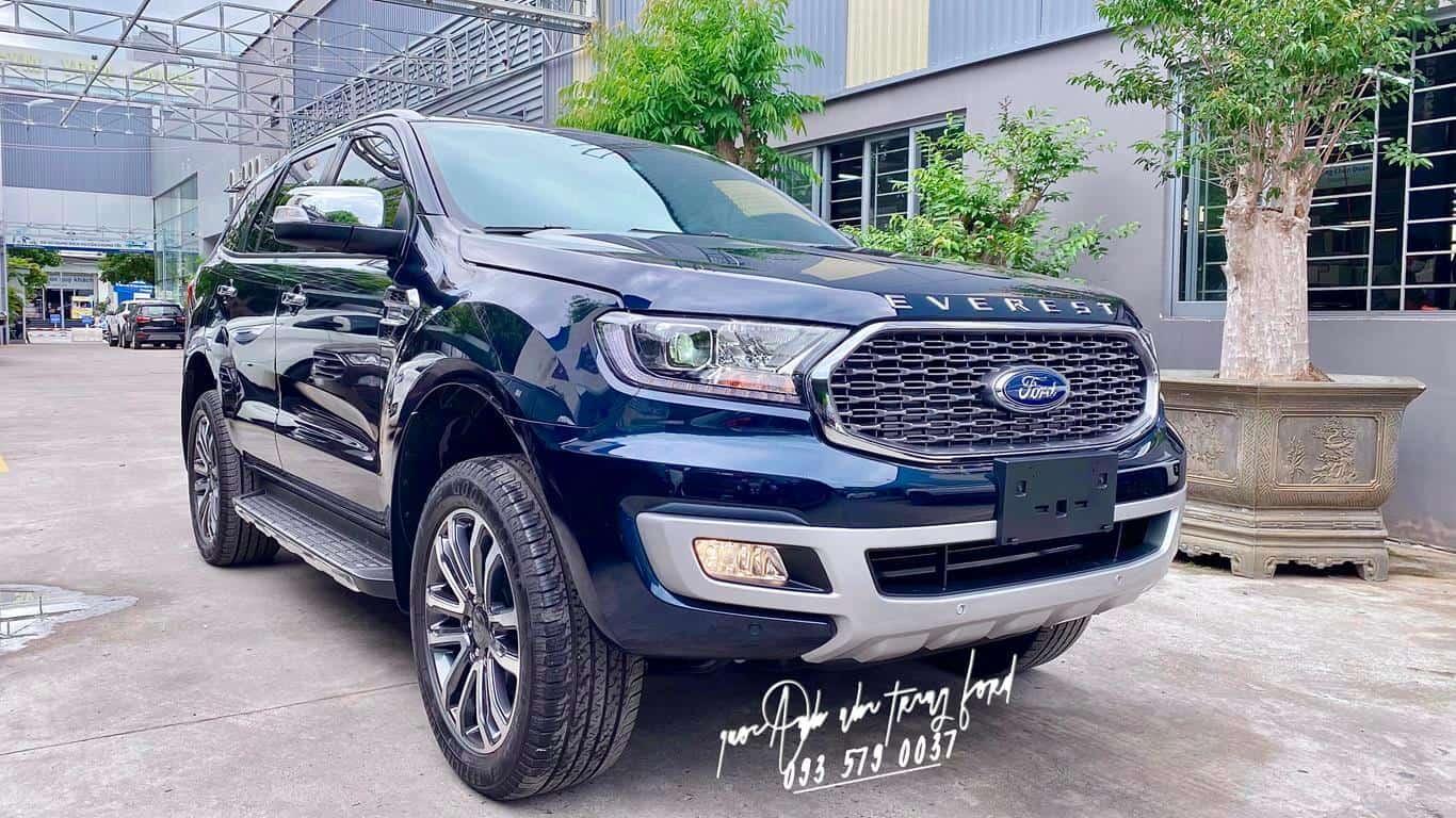 Ford Everest Titanium 4x4 màu xanh