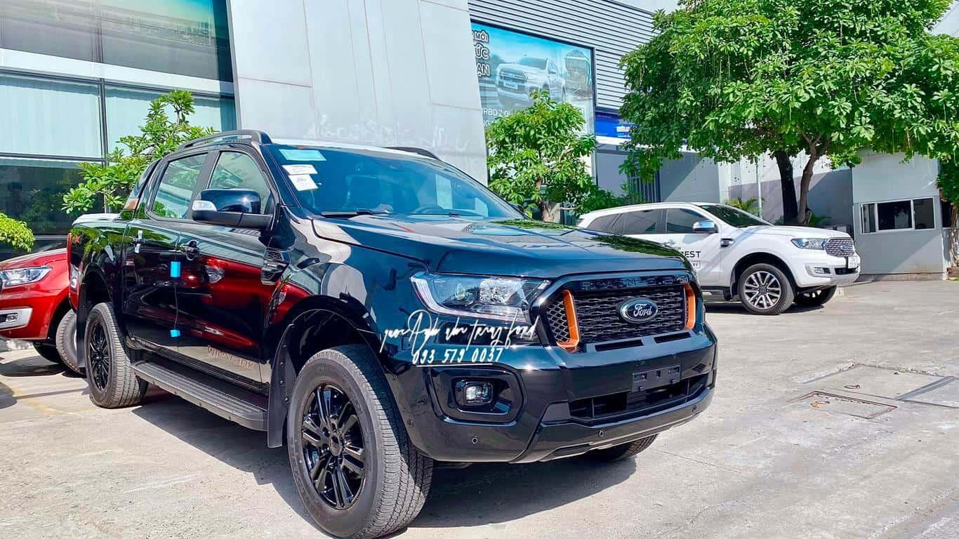 Ford Ranger Wildtrak màu đen