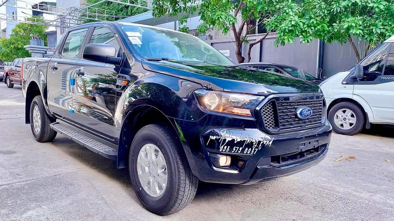 Ford Ranger XLS AT màu đen