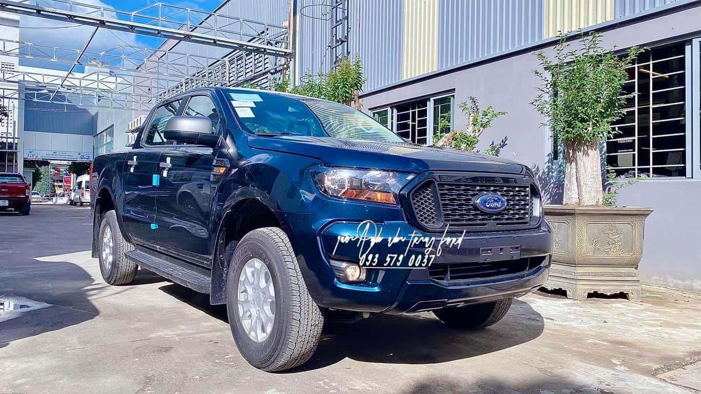 Ford Ranger XLS AT màu xanh