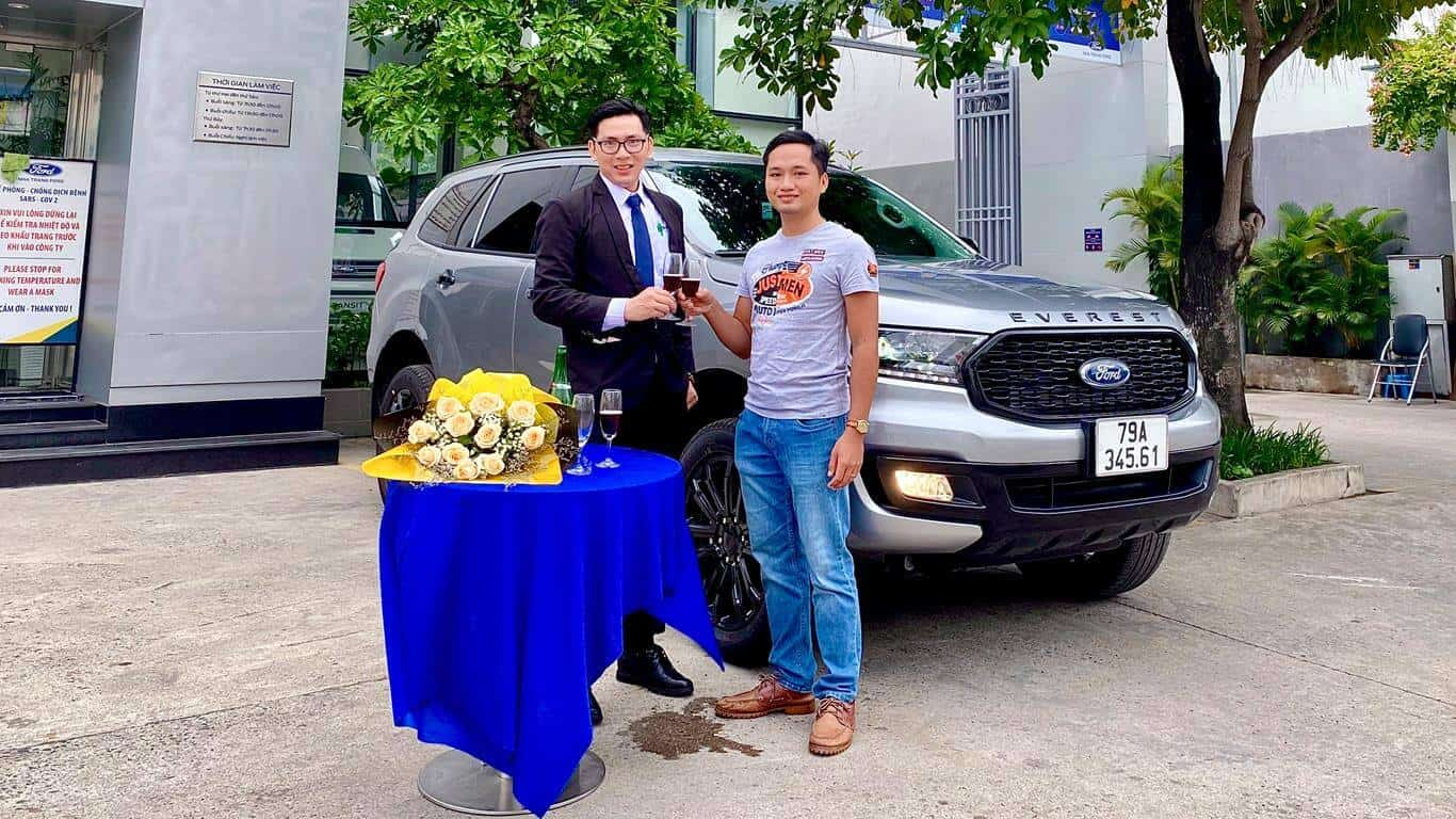 Giao xe Ford Everest Sport