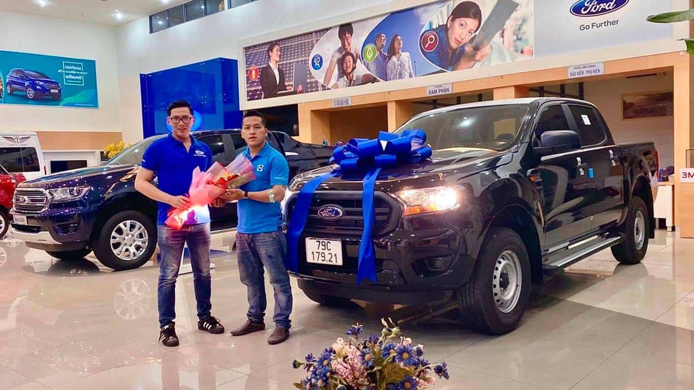 Giao xe Ford Ranger XL MT 4x4 ở Nha Trang