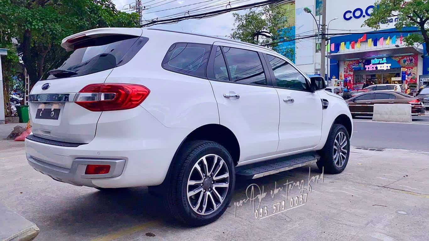Ngoại thất Ford Everest Titanium 4x4 2021