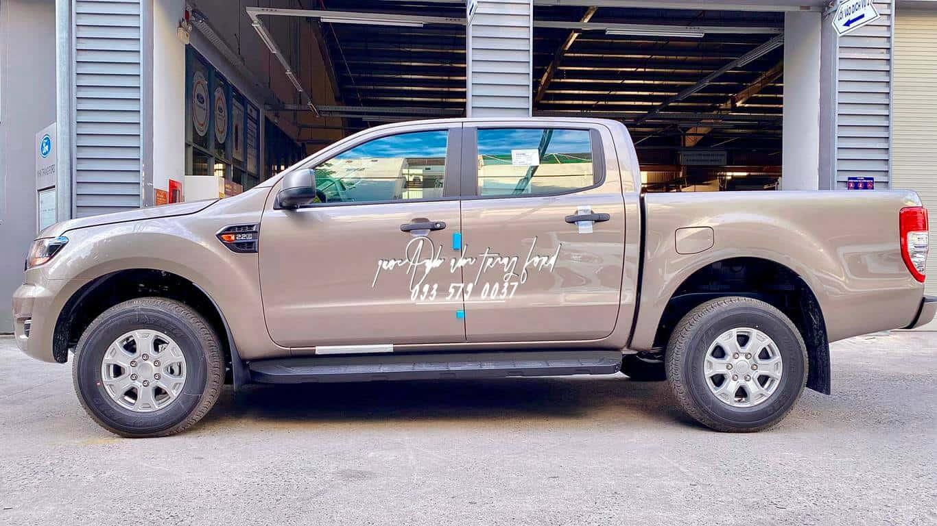 Ngoại thất xe bán tải Ford Ranger XLS AT 2021