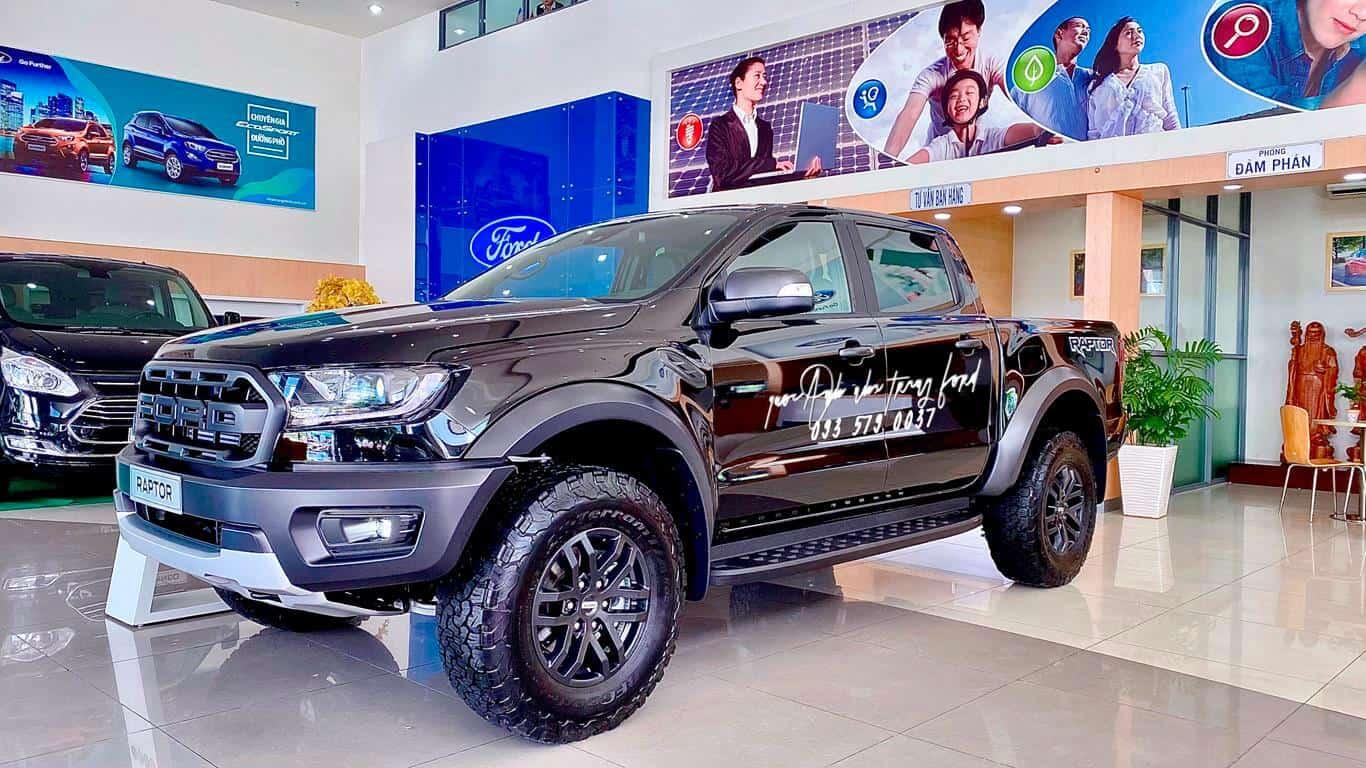 Ford Raptor màu đen 2021