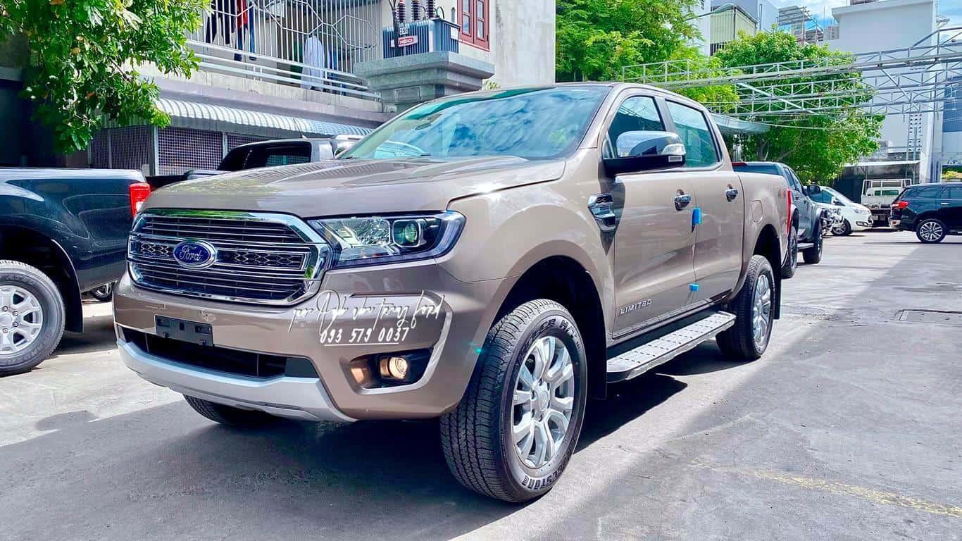Ford Ranger Limited ghi vàng