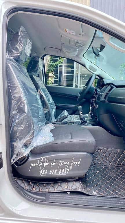 Nội thất Ford Ranger XL MT 2.2L 4x4 2021