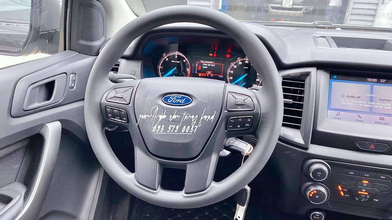 Nội thất xe Ford Ranger XLS AT 2021