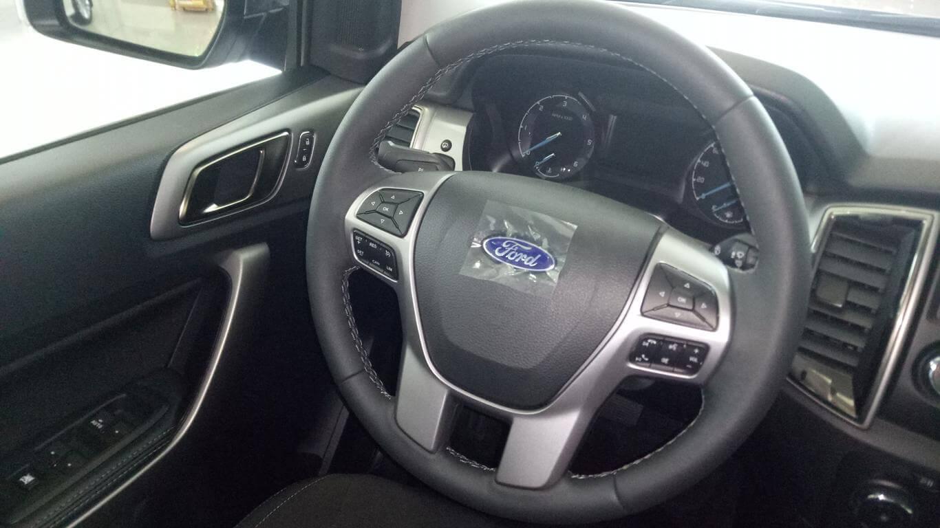 Nội thất Ford Ranger XLT AT