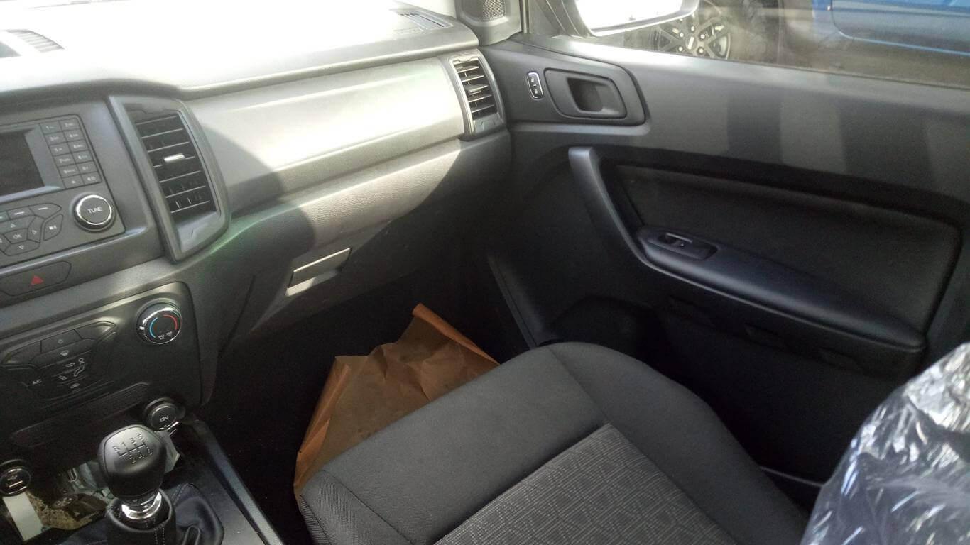 Nội thất Ford Ranger XL
