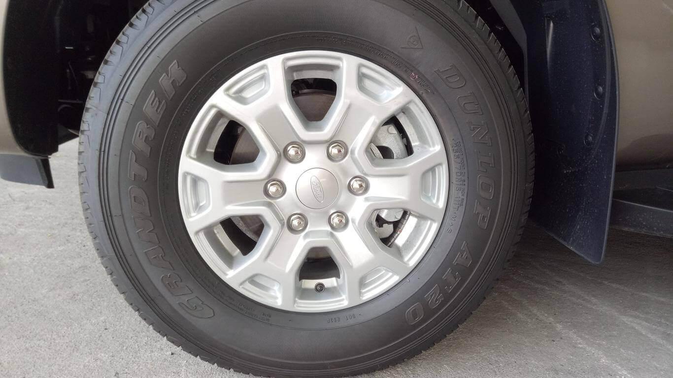 Ngoại thất Ford Ranger XLS AT