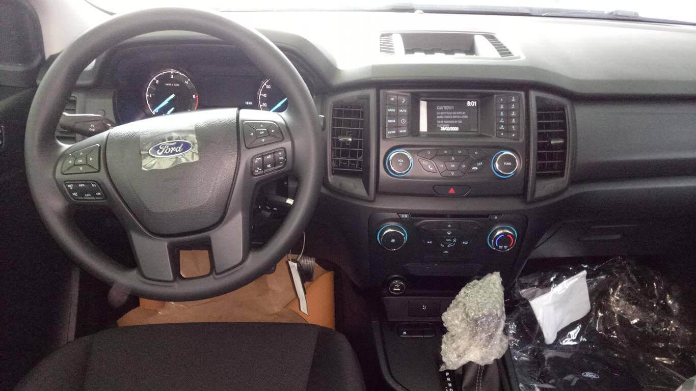 Nội thất Ford Ranger XLS AT