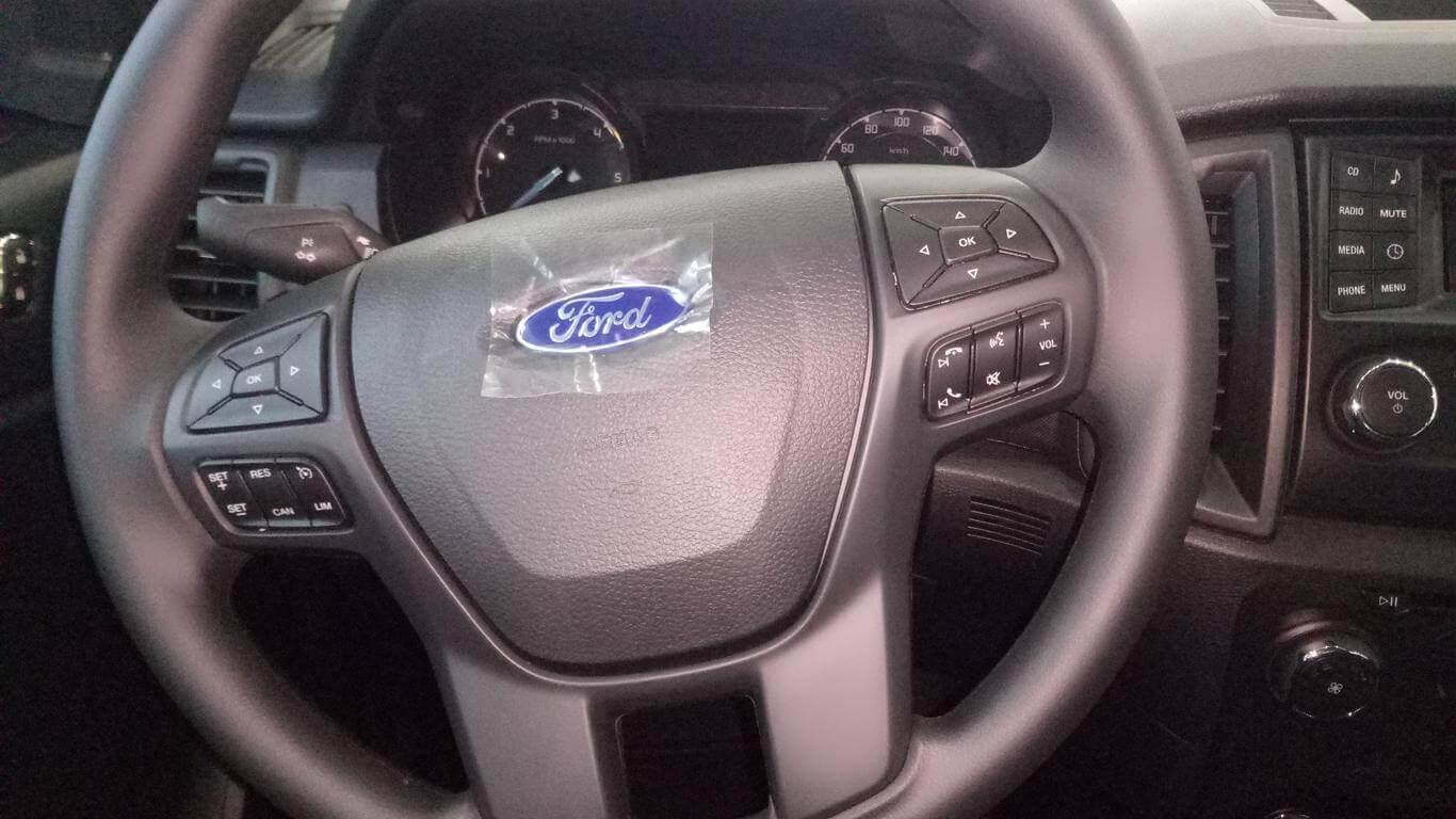 Nội thất Ford Ranger XLS MT 4x2