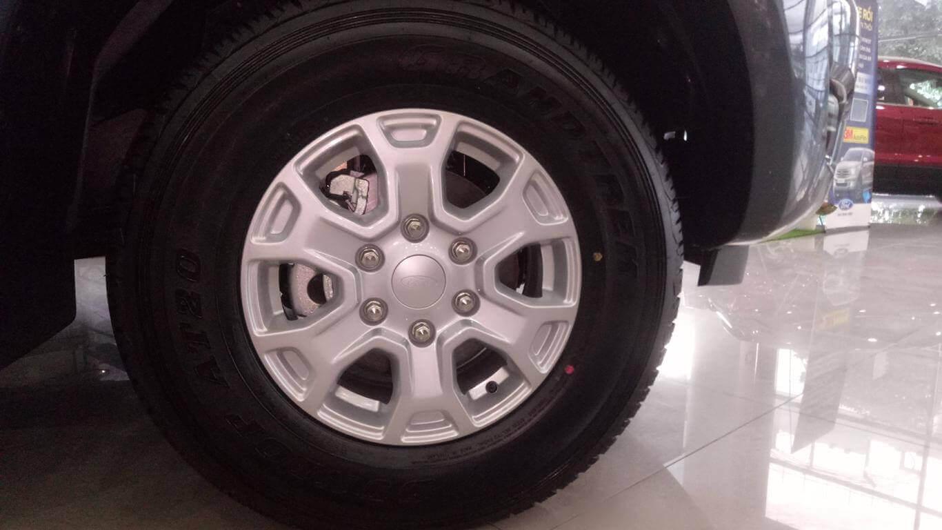 Ngoại thất Ford Ranger XLS MT 4x2