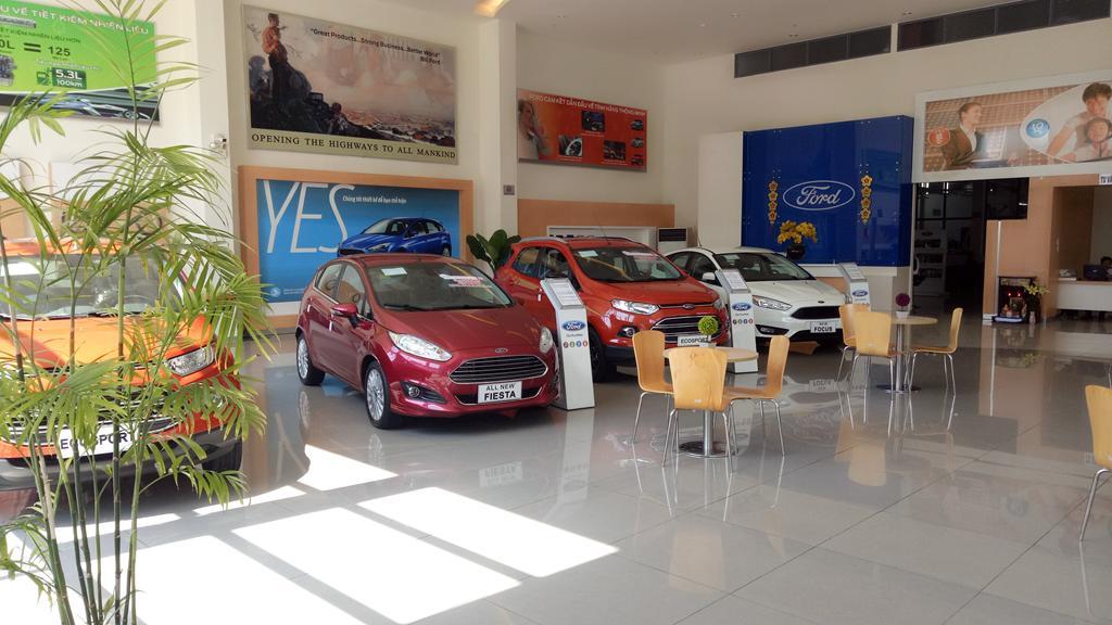 xe con Ford Nha Trang