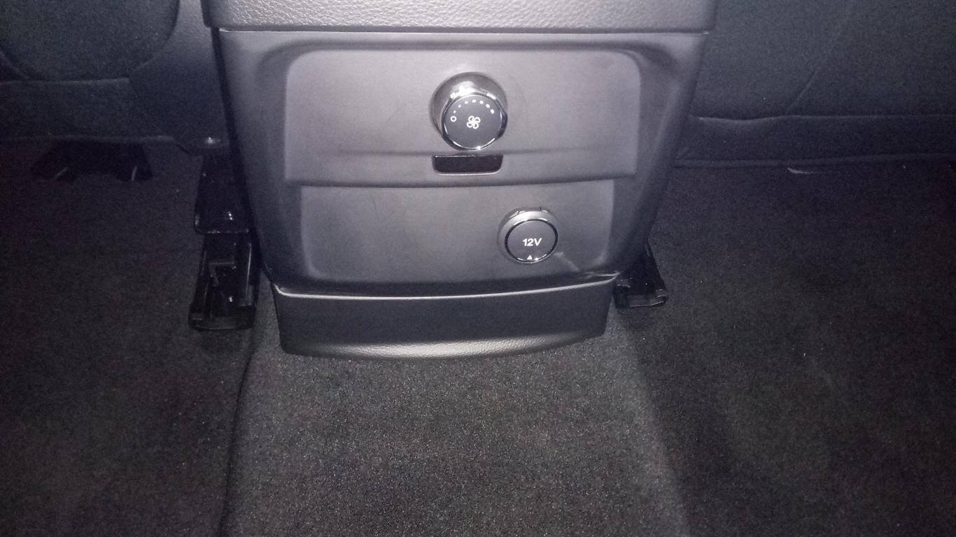 Nội thất Ford Everest Ambiente AT