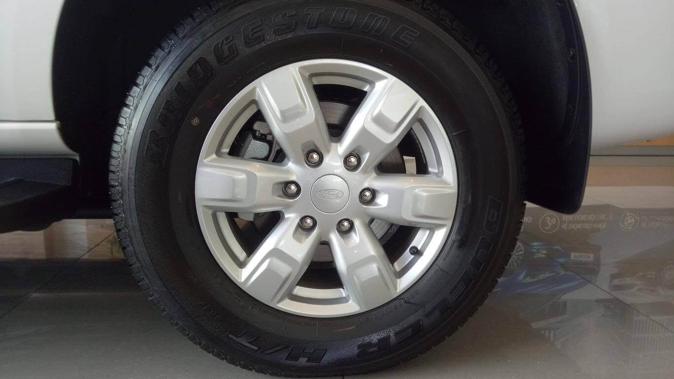 Ngoại thất Ford Everest Ambiente AT