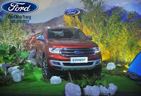 Giá bán chính thức Ford Everest 2018